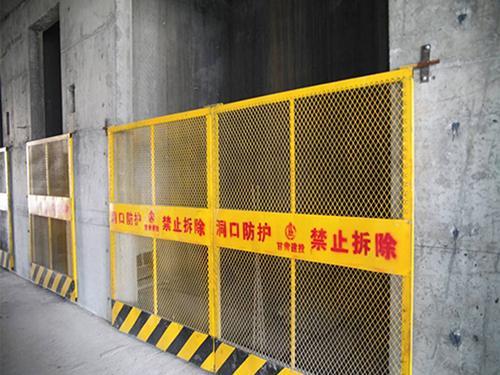 电梯井口防护网安装案例